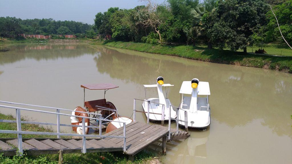 sarah resort gazipur natural lake